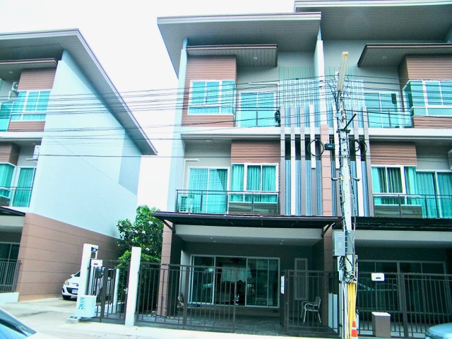 Fully furnished Townhouse close the city