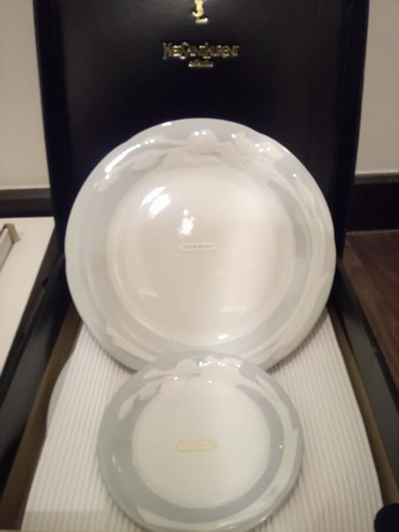 COLLECTIBLE : Set of Yves Saint Laurent Plates.