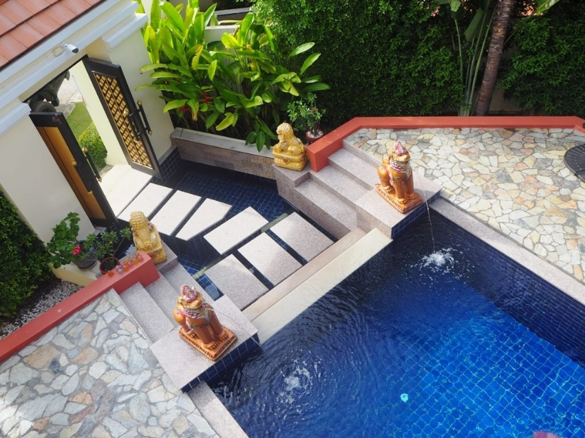 Stunning pool villa with sea views, only 100 m from Bang saray beach