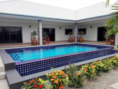 Executive 3 BR 4 Bath Pool Villa Town Center