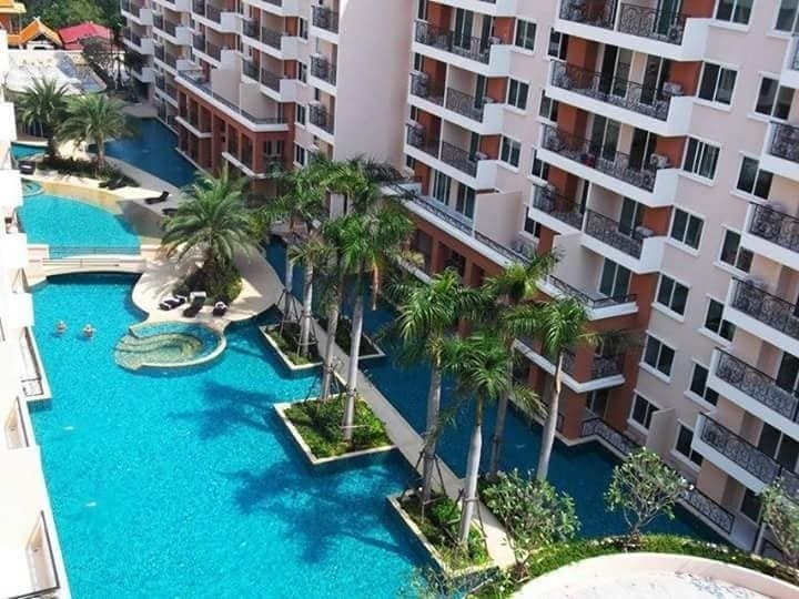 Paradise Park 2 Bed with Pool View
