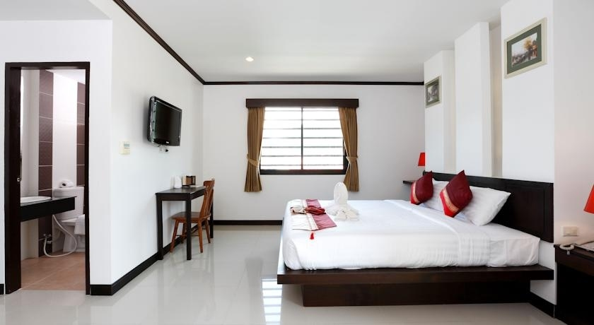 20 Rooms Hotel with Lift for Lease in Patong