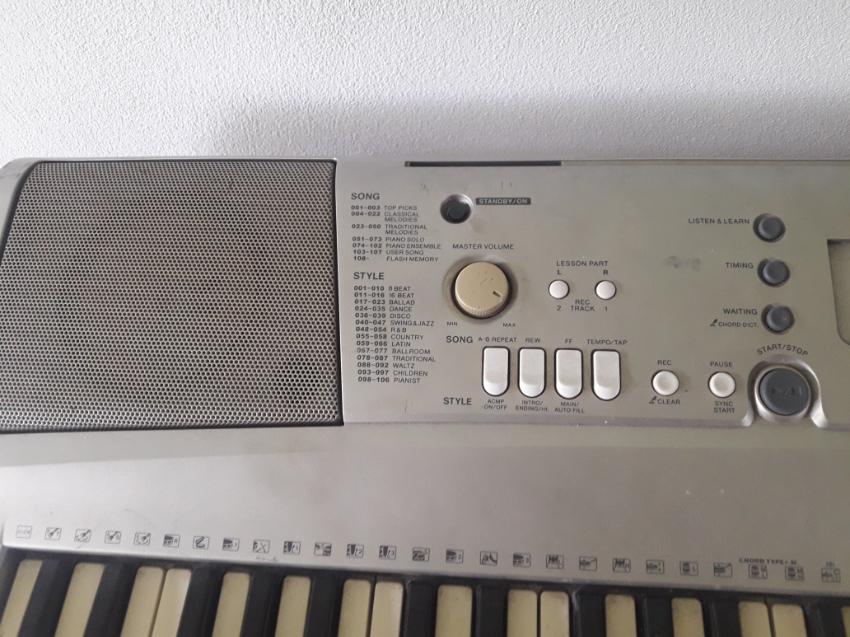 Yamaha psrE303 Keyboard