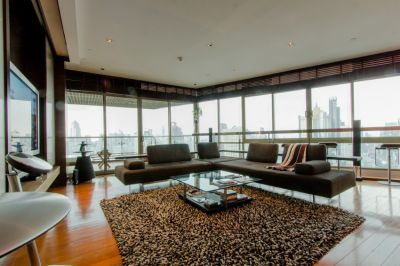Stunning panoramic views spacious open plan high ceiling Condo