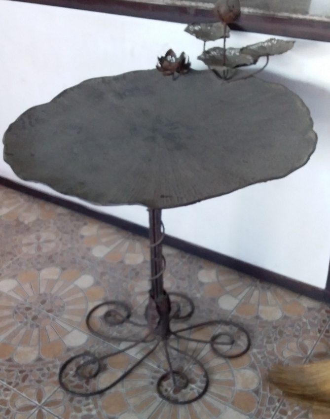 Designer table Lotus