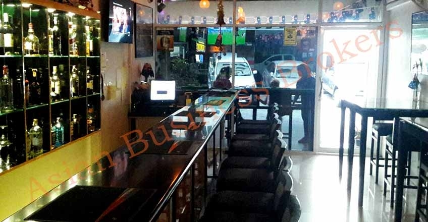 0123003 Exclusively Listed Popular Sukhumvit Expat Bar for Sale and Re