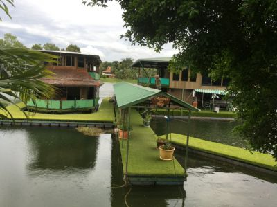 Private Fully Sustainable Houseboat & Boathouse that's off the grid