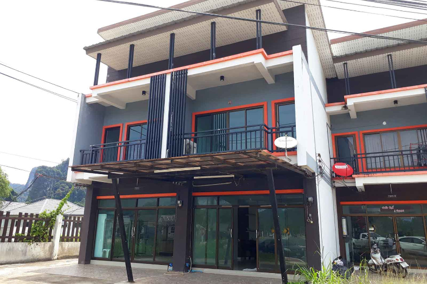 Two-floor commercial unit close to centre of Ao Nang