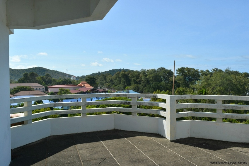 1 bedroom beach condo with large terrace