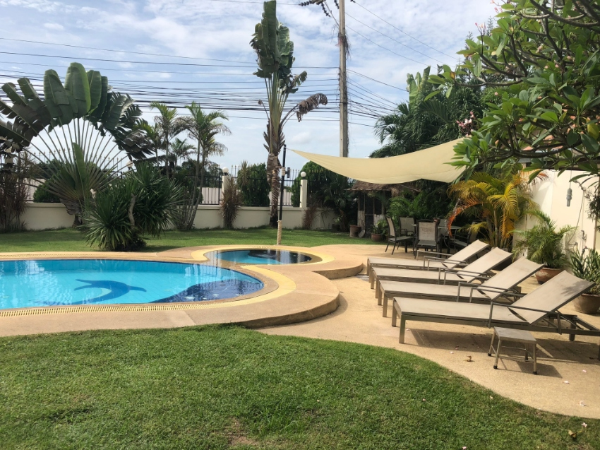 Huge family sized bungalow in East Pattaya.  Massive garden  on 1 Rai