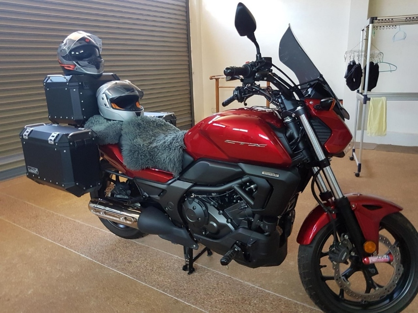HONDA CTX 700 MANUAL (5122 KMS - 18 Mths OLD)  - Every Extra