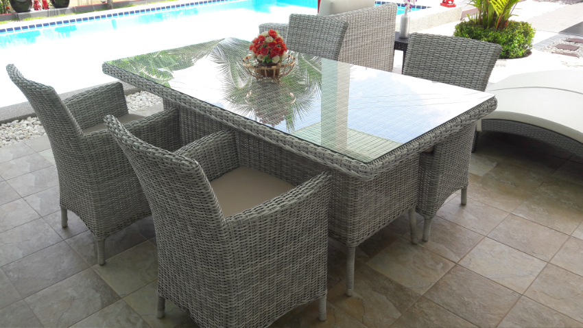 First class rattan outdoor furniture, very stylish dining table set