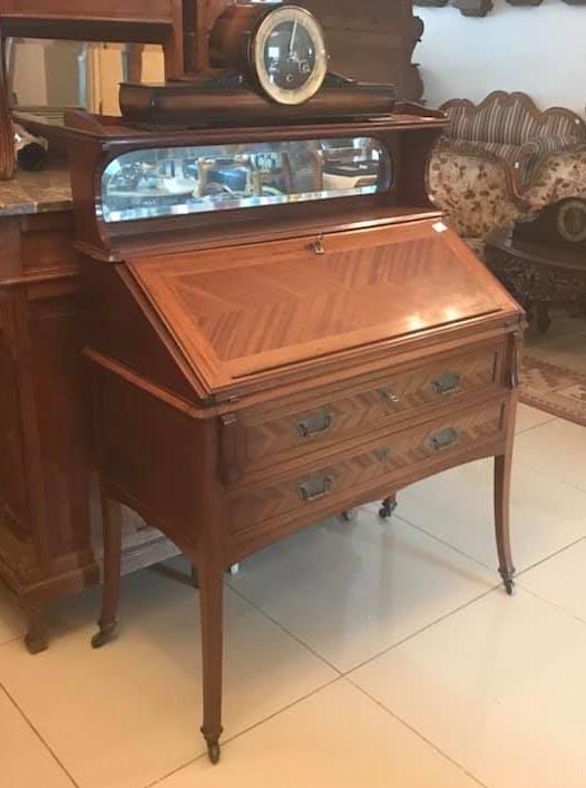 Marvelous English Lady Desk !!