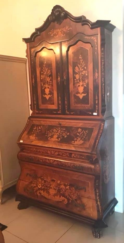 Stunning French Desk with Many Inlaids !!