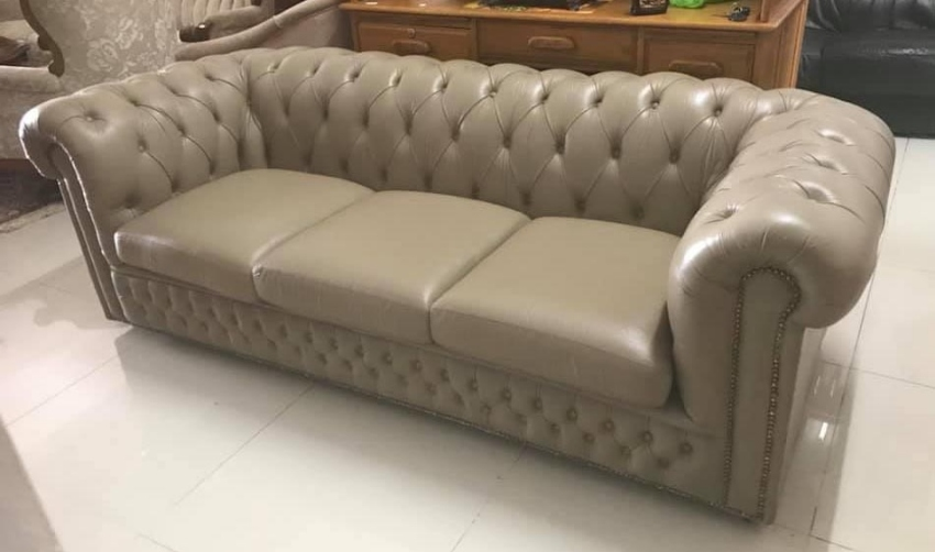 Gorgeous Fawn Brown Chesterfield Sofa !!