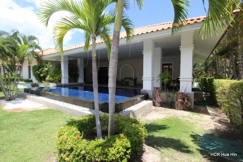 Large 3 bedroom Balinese Style Pool Villa + Guest house on Banyan