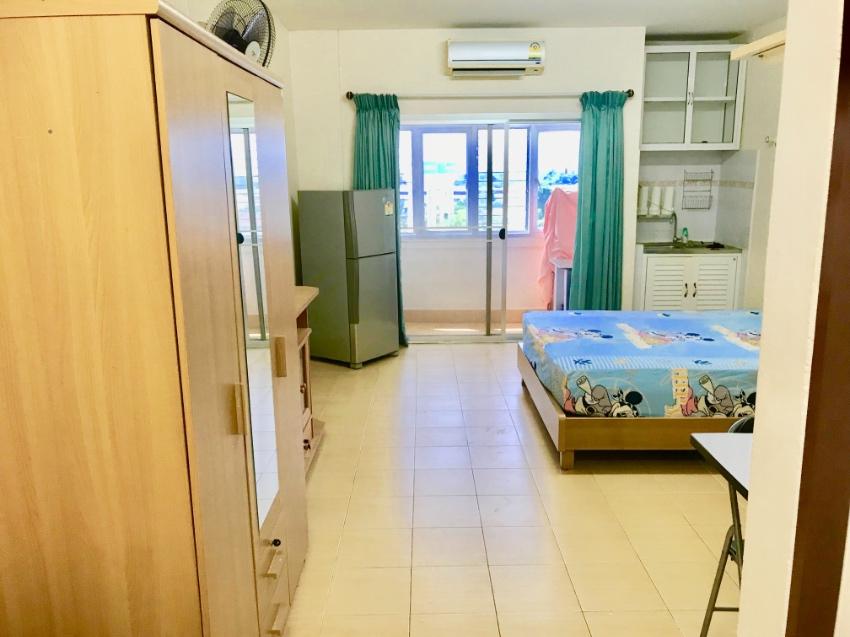 High floor fully furnished 32 sqm studio unit.