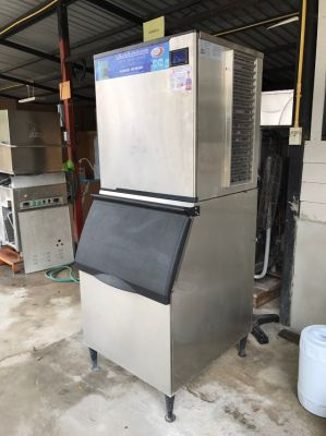 Ice Machine 300 and 400 KG per day 95% condition 1 year warrant