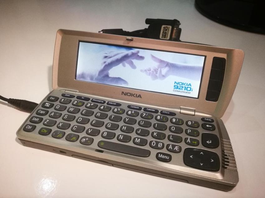 Vintage mobilephone: Nokia Communicator 9210i