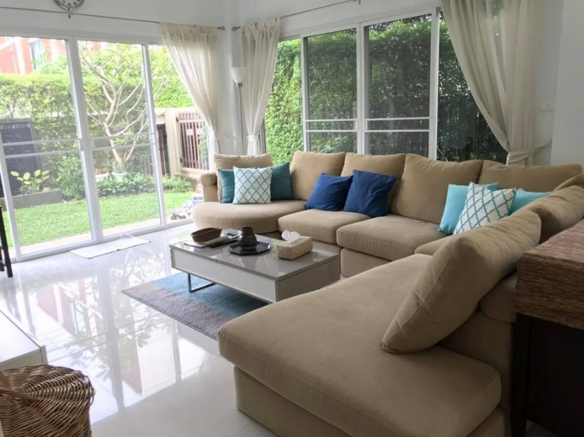 3 bedrooms with private swimming pool in Huai khwang