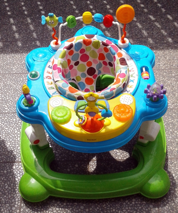 Young Baby Entertainer, Marvel Avengers Folding Table & Baby Bath