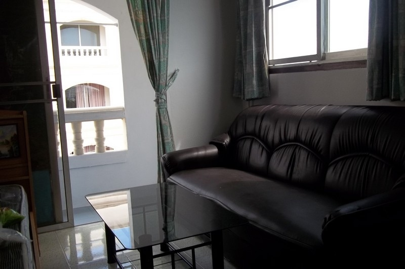 Nirun Corner studio condo for rent-6000 baht-Free Internet + cable  TV