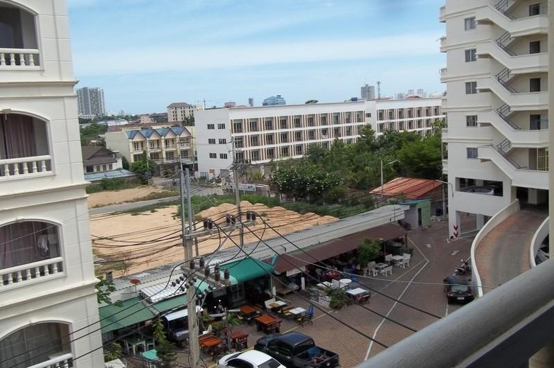 Pattaya-Nirun Corner studio Condo For Rent- 5-6,000 Baht Monthly
