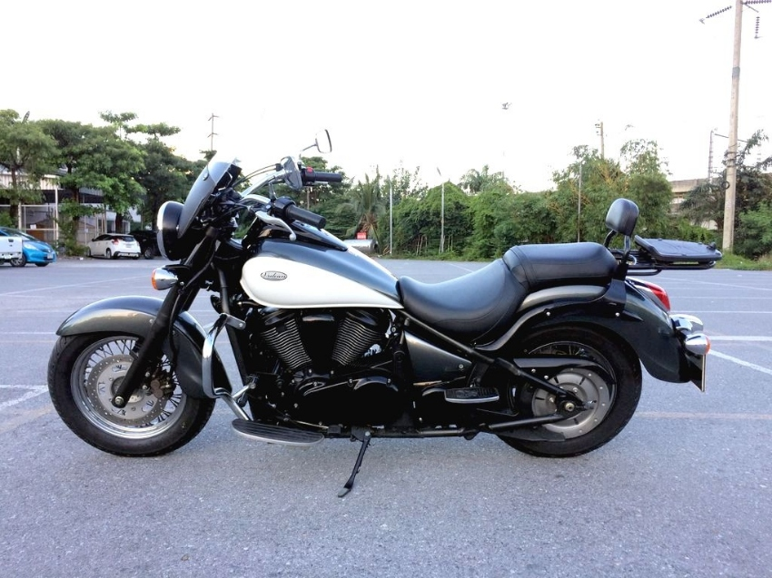 Kawasaki Vulcan 900 Classic in excellent condition