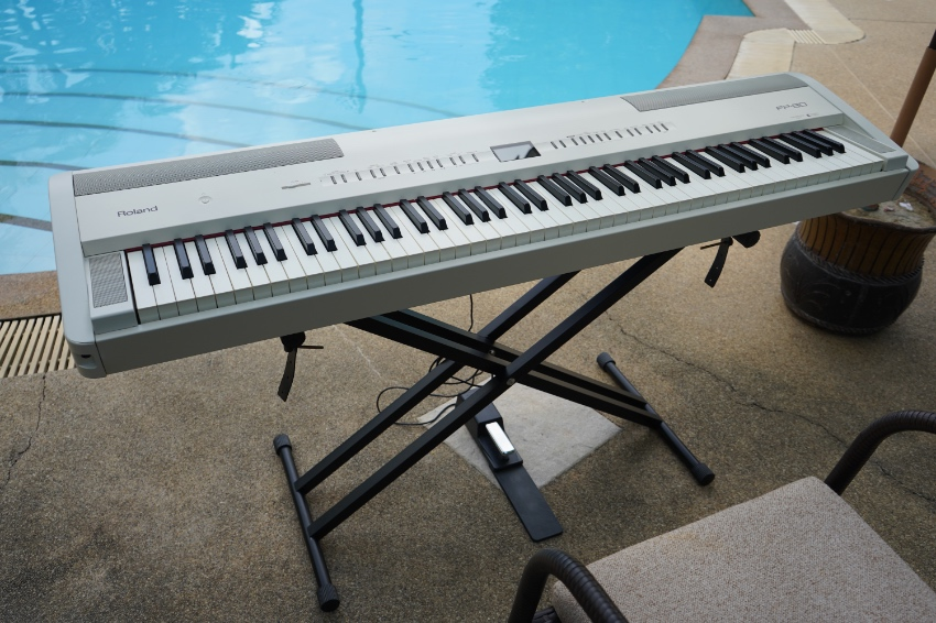 Roland FP 80 white Color best Price!! only 1 Year old 88 Key