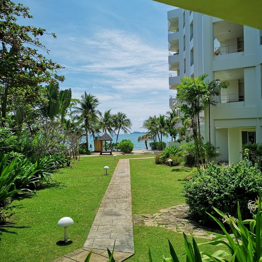 Beach condo located directly on the beach in Rayong