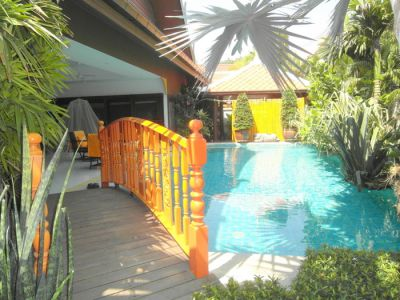 Tropical 3 bedroom pool villa at central Jomtien location for sale