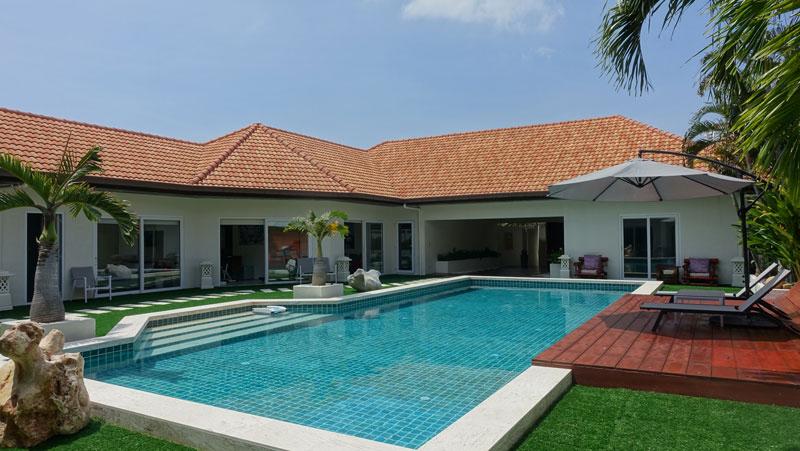 View Talay Villas: 5 plus bedroom designer villa at top location