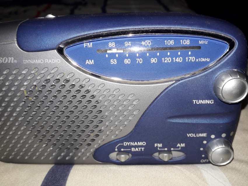 Emmerson magneto/battery radio with flashlight