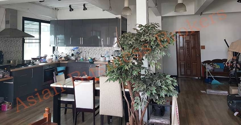 0107001 Rustic Design Cafe and Building for Rent in Bangkok