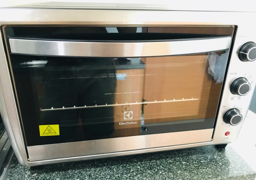 ELECTROLUX ELECTRIC OVEN - NEW CONDITION