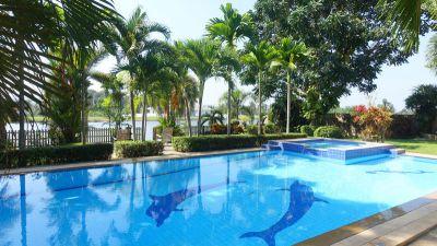 Phoenix Golf course: Lavish 6 bedroom lakefront villa