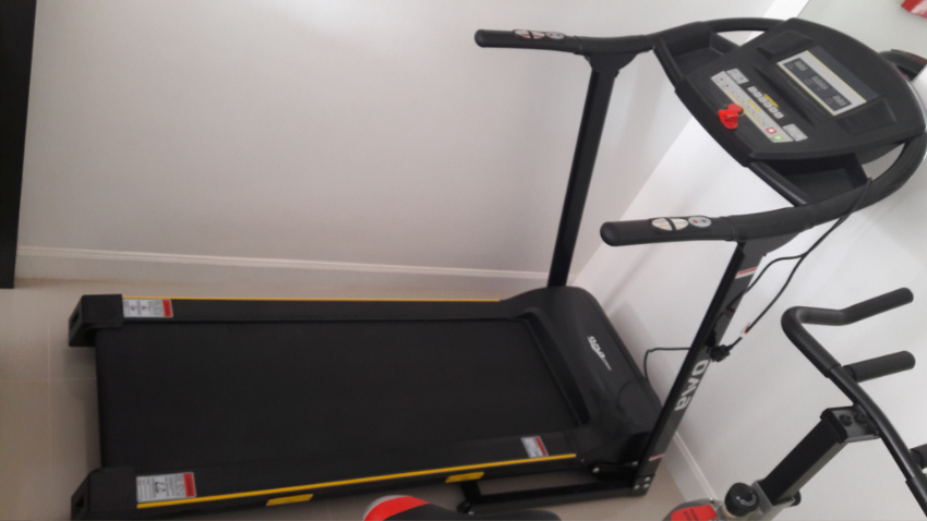 O M A Fitness Tread Mill, EZ 3201 ,only 6 months old and hardly used