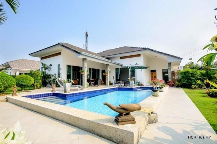 Vacation pool villa for rent