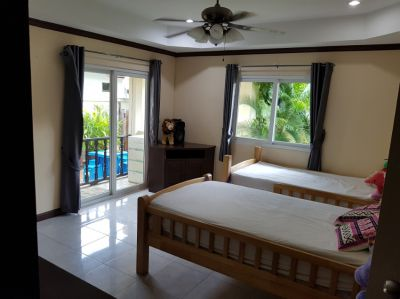 Huge family home with beautiful garden, guest house and big maid house