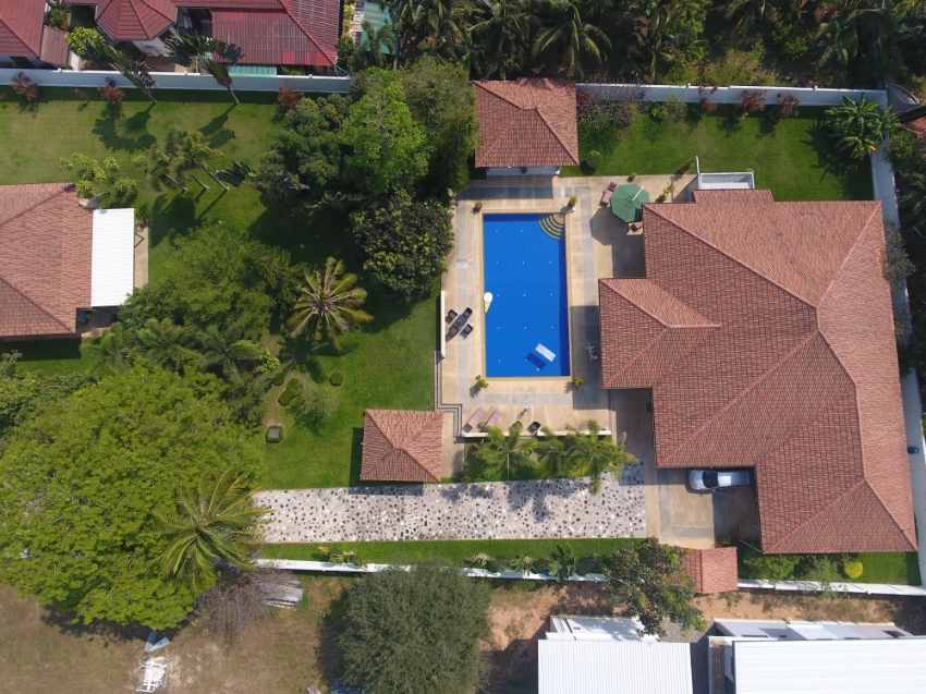 Pool Villa For Sale at North Pattaya 7 Bedrooms