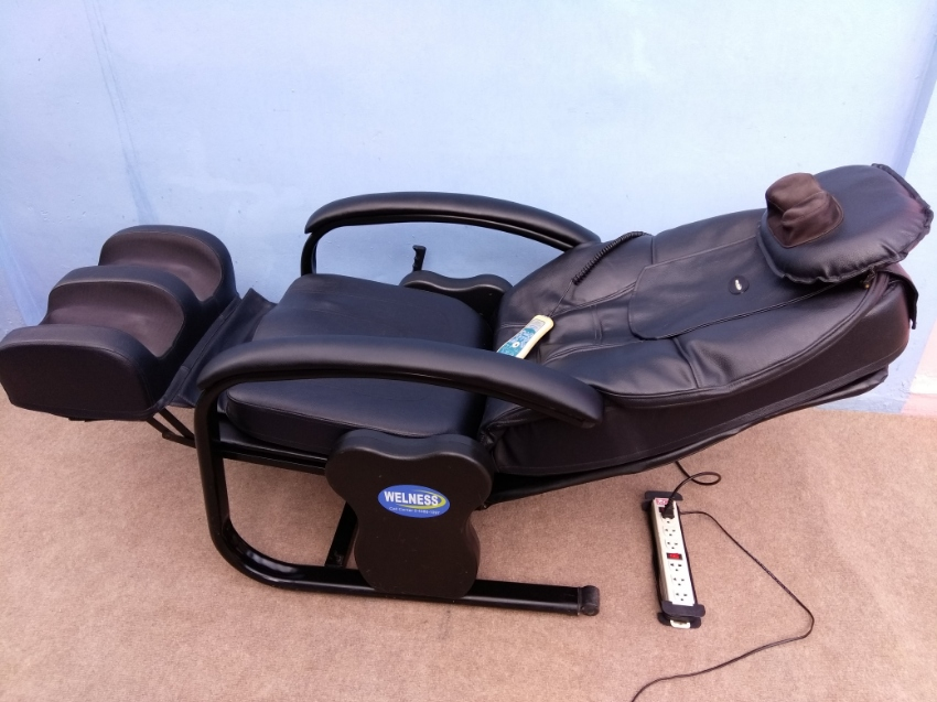 Professional Electric Massage Chair like new condition with remote