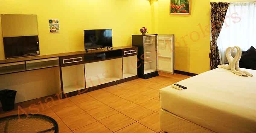 1205025 Long-Established Pattaya Restaurant and Pub for Sale