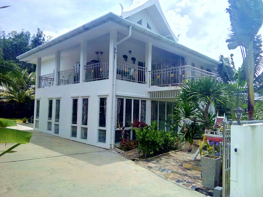 Beautiful 3 year old house on 800 sqm of property