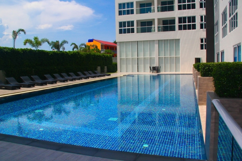 Brand new refurbished 26sqm studio in South Pattaya in foreign owned