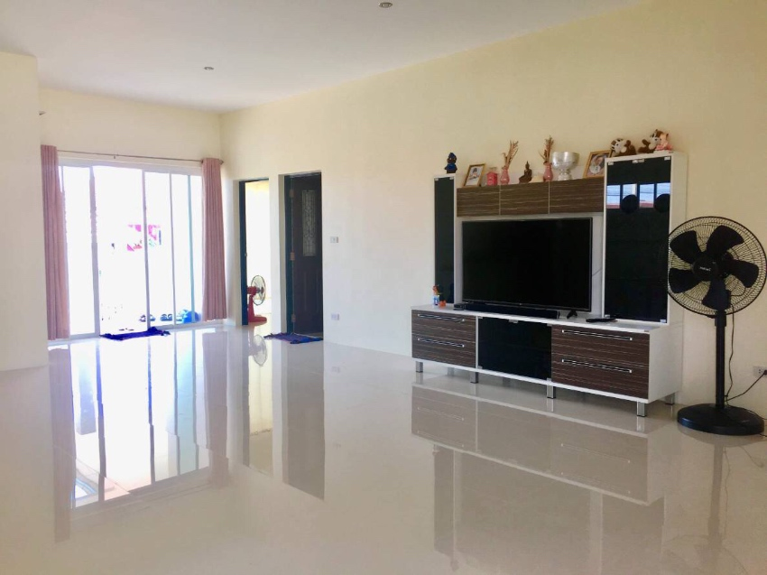 New 3 bedroom house with swimming pool in Cha Am near beach and centre