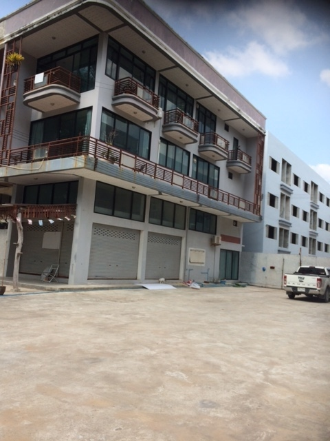 Empty unit for rent, Mae Rumphueng Beach, Rayong.