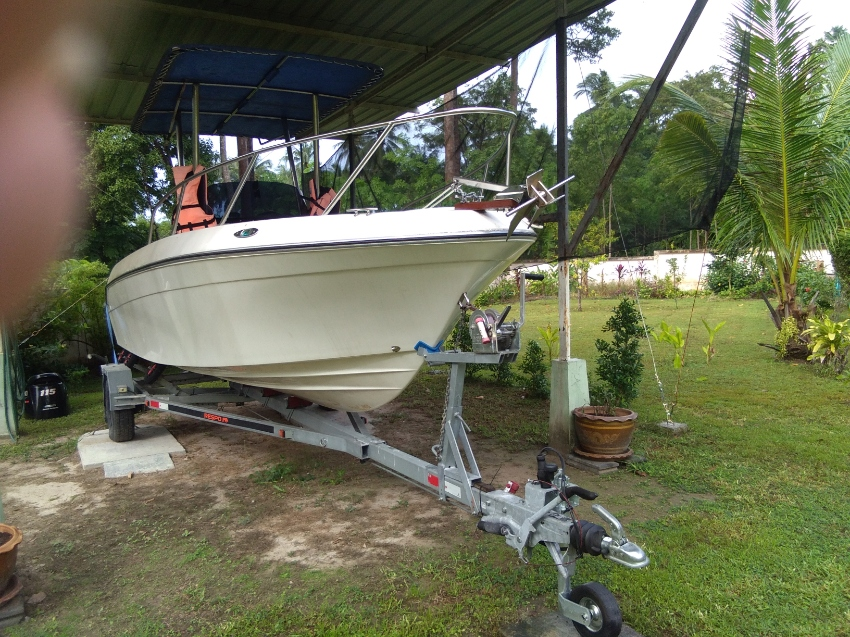21 Foot Center Console Fishing Boat   UNDER OFFER