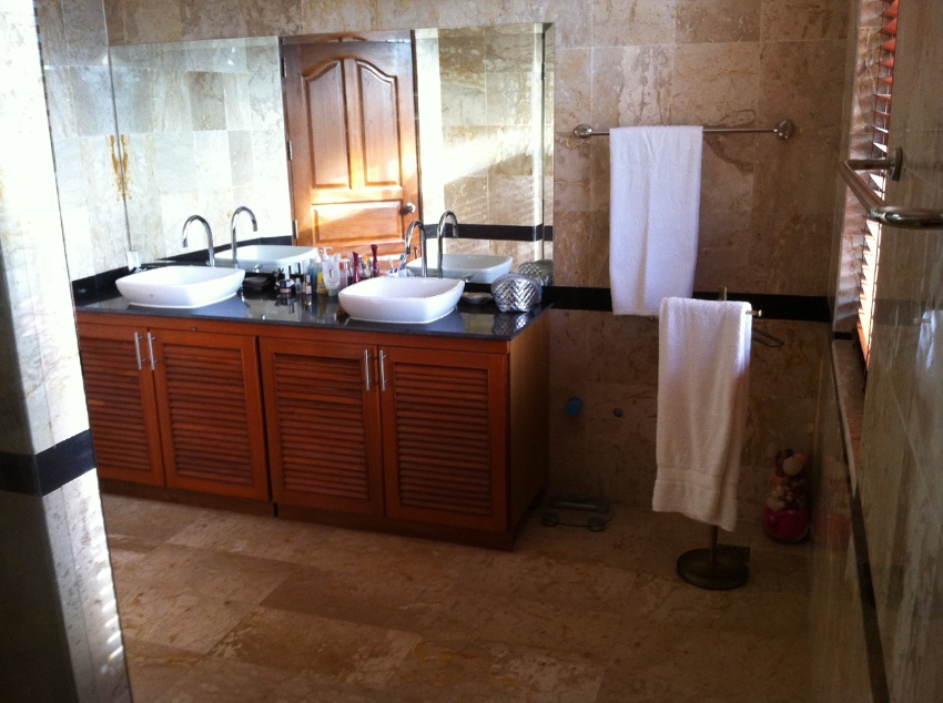 BEAUTIFUL 3 BED  VILLA (+ OFFICE) WITH LARGE POOL AND TROPICAL GARDENS