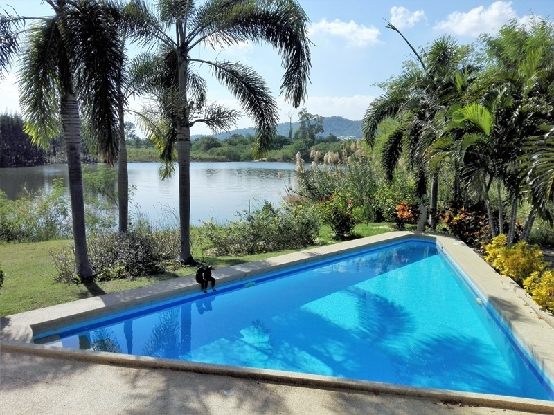 Amazing Lakefront 3 BR 3 Bath Fully Furnished Pool Villa Next to Golf