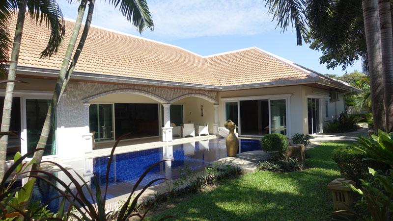 Jomtien Park Villas: Lavish 4-bedroom pool villa at top location